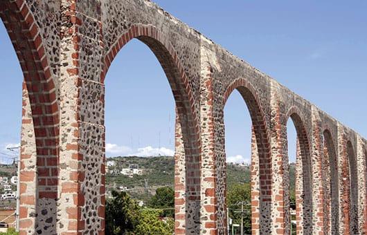 Foto: Acueducto de la ciudad de Querétaro. © Shutterstock / Reproducción autorizada por el INAH.
