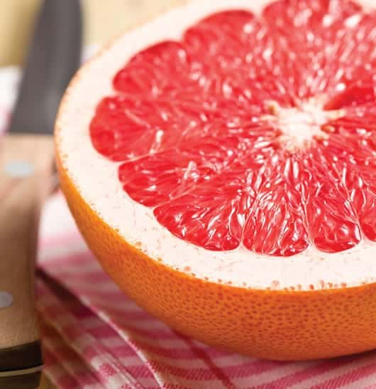 Foto: Fruto, mitad de una toronja. © Shutterstock.