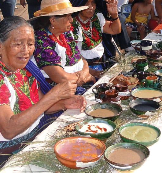 """Foto: """"Feria del atole"""", Tarécuato, Michoacán. © Ediciones Larousse / Gustavo Romero."""