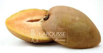 Foto: Fruto, chicozapote cortado por la mitad. © Ediciones Larousse.