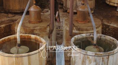 Foto: Destiladora de mezcal en una fábrica del estado de Oaxaca. (Bertha Herrera).