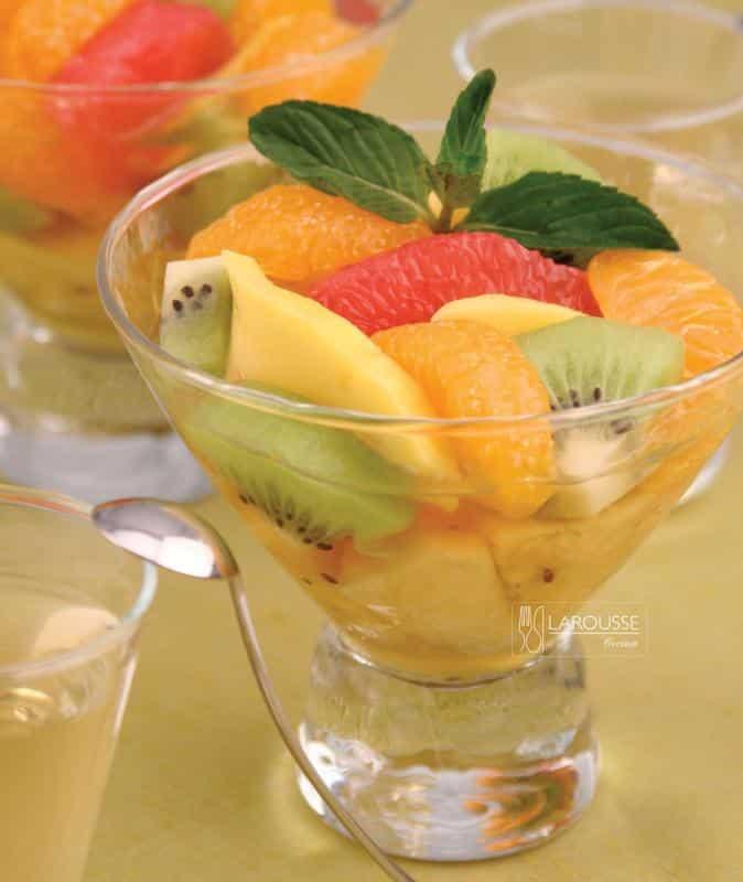 ensalada-de-frutas-con-menta-001-larousse-cocina