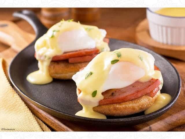 huevos-benedictinos-001-larousse-cocina