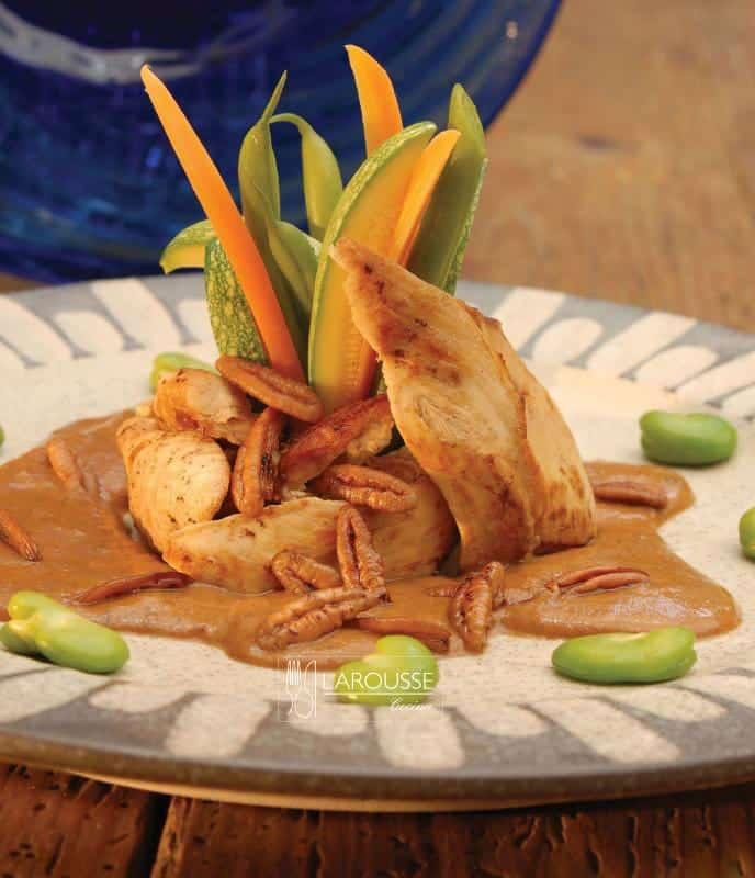 pechugas-en-salsa-de-nuez-001-larousse-cocina