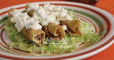 Foto: Tacos dorados con crema. (Archivo Gráfico Larousse).