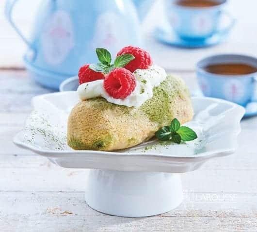 panque-de-yogur-y-te-verde-con-frambuesas