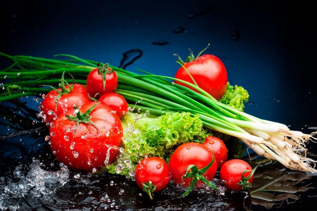 Lava y desinfecta correctamente tus frutas y verduras