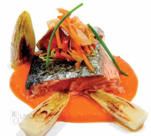 Lomo-de-salmon-asado-con-verduras-escabechadas