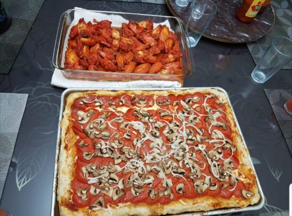 Pizza de pepperoni y champiñones