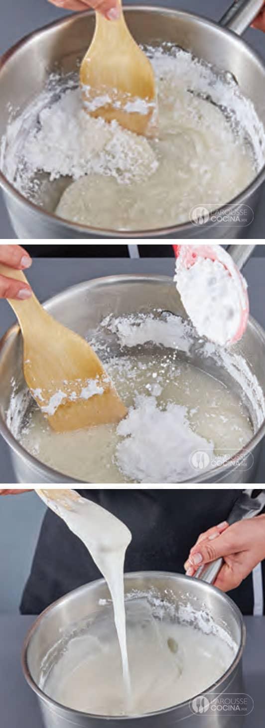 <p>Retire la cacerola del fuego e incorpore a la preparación, poco a poco, la mitad del azúcar glass. Mezcle hasta obtener una a mezcla líquida y chiclosa.</p>